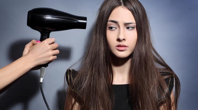 Używaj szuszarki do włosów z głową