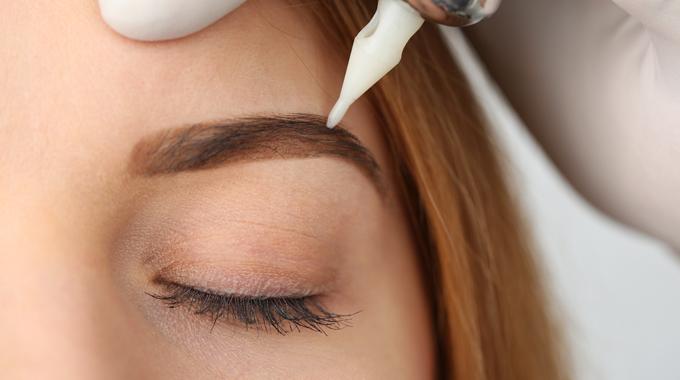 Makijaż permanentny brwi - wykonywanie