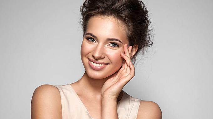 kobieta-naturalny-makijaz