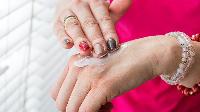 Pielęgnacja suchych dłoni