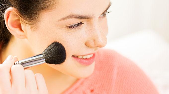 Puder mineralny w makijażu