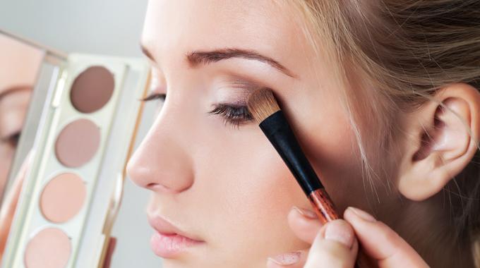 Brązowy makijaż