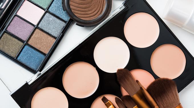 Jak utrwalić makijaż oczu